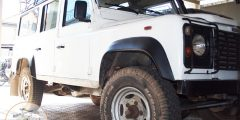 Location de voitures 4x4 OFFROAD sans chauffeur - Land Rover 200tdi vue coté gauche - Route Secondaire Madagascar