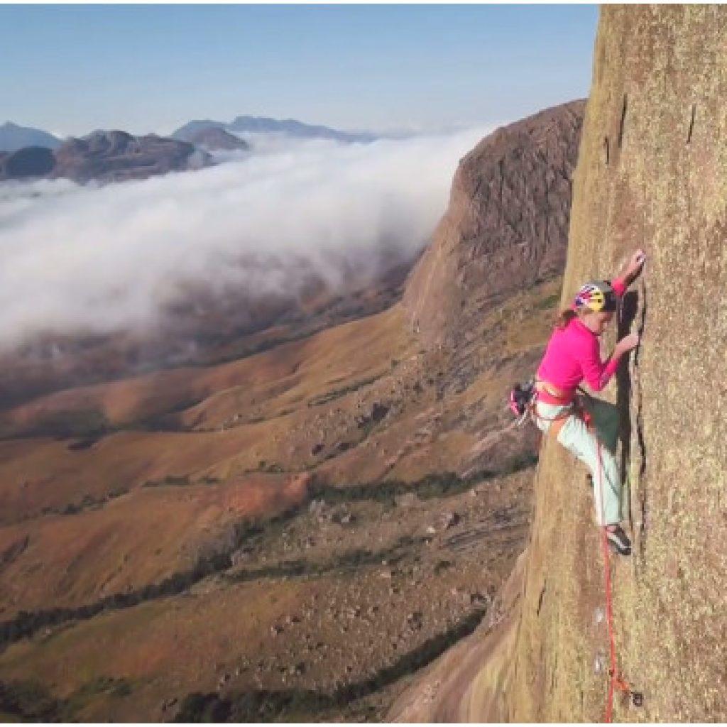 La grimpeuse américaine Sasha DiGuilian devient la première femme à escalader le Massif de Tsaranoro