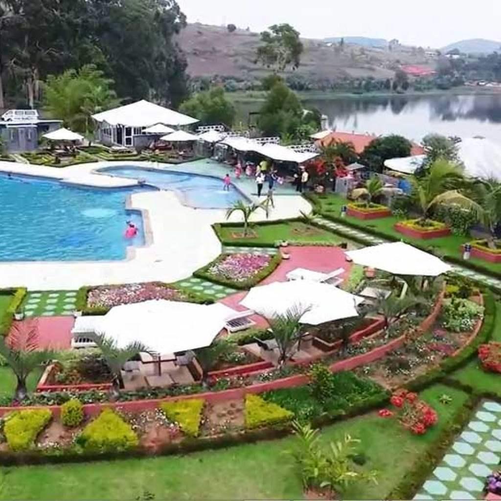 Hotel avec piscine à Ampefy: séjourner à l'Hôtel Eucalyptus