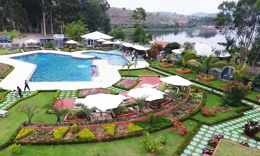 Hotel avec piscine à Ampefy