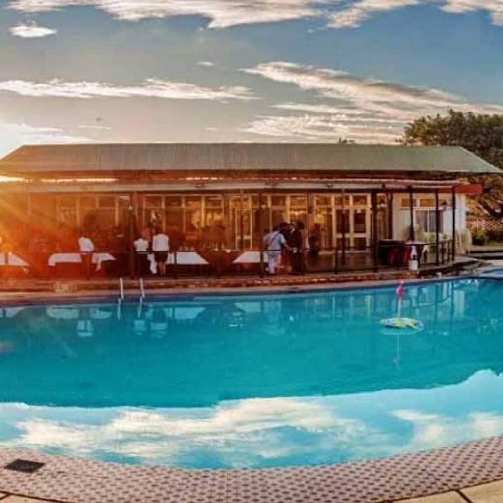 Réservez au Motel Anosy et profitez de sa superbe piscine !