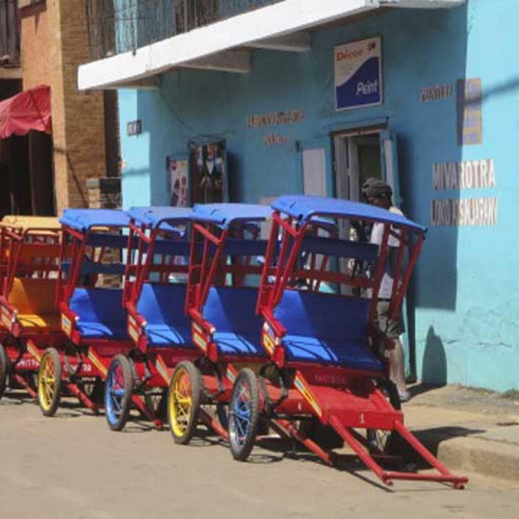 Se déplacer en pousse-pousse à Antsirabe
