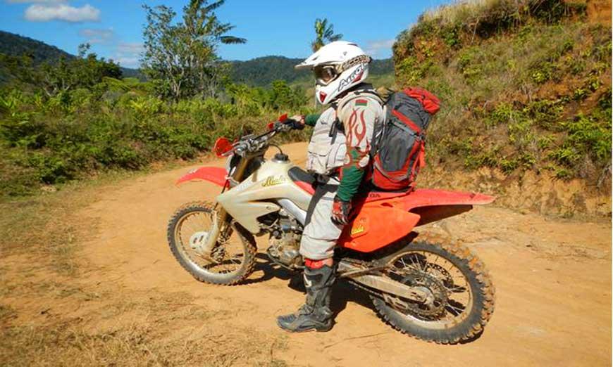 Enduro trial moto à Madagascar